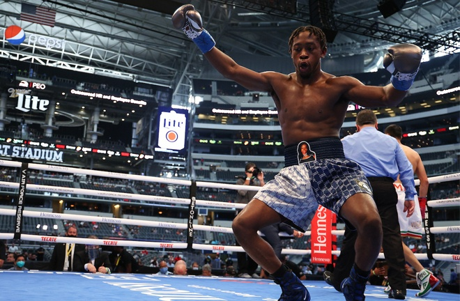 Keyshawn Davis secured his third professional victory Photo Credit: Marc Castro claimed a third successive professional victory by knockout Photo Credit: Ed Mulholland/Matchroom