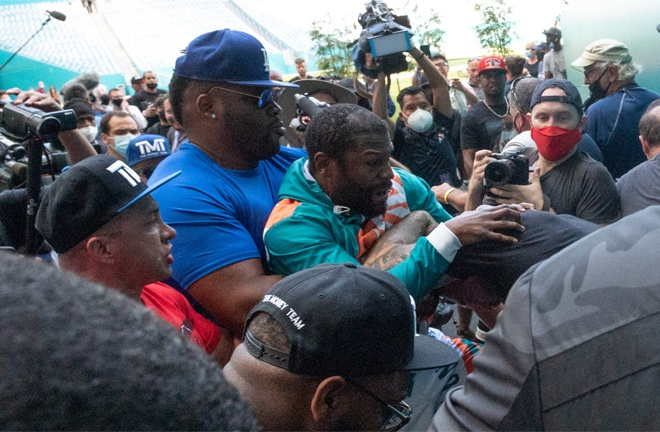 Mayweather clashed with Logan's brother Jake Paul after the press conference Photo Credit: proboxing-fans.com