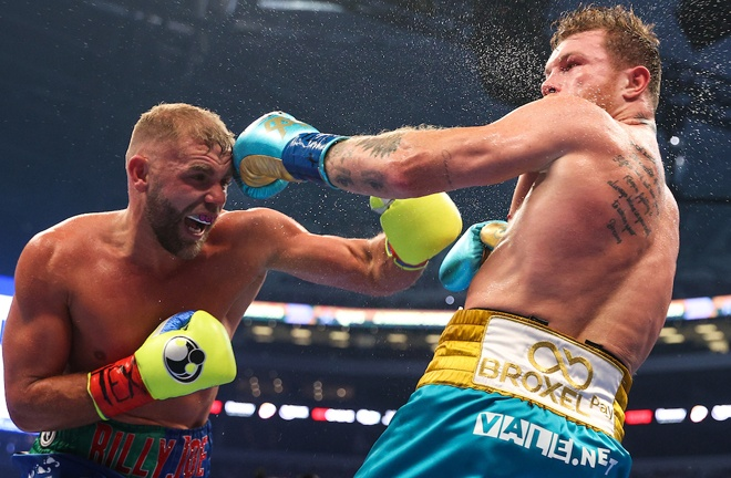 Saunders grew into the contest and had success in the middle rounds Photo Credit: Ed Mulholland/Matchroom