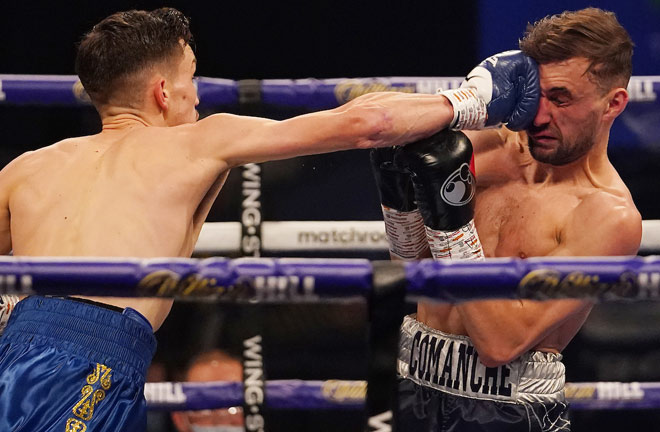 Davies on route to victory over Sean Cairns Photo Credit: Dave Thompson/Matchroom Boxing