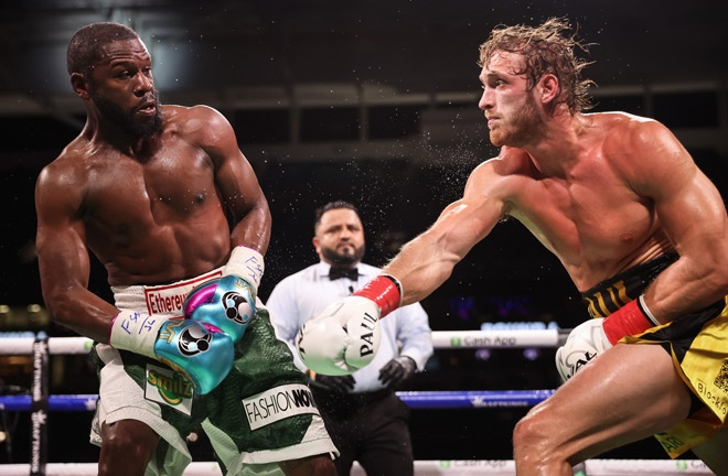 Floyd Mayweather and Logan Paul went the distance in their exhibition in Miami on Sunday Photo Credit: Amanda Westcott/SHOWTIME