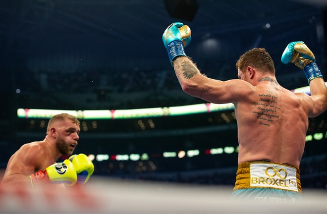 Saunders says he suffered a broken eye socket during the eighth round Photo Credit: Michelle Farsi/Matchroom
