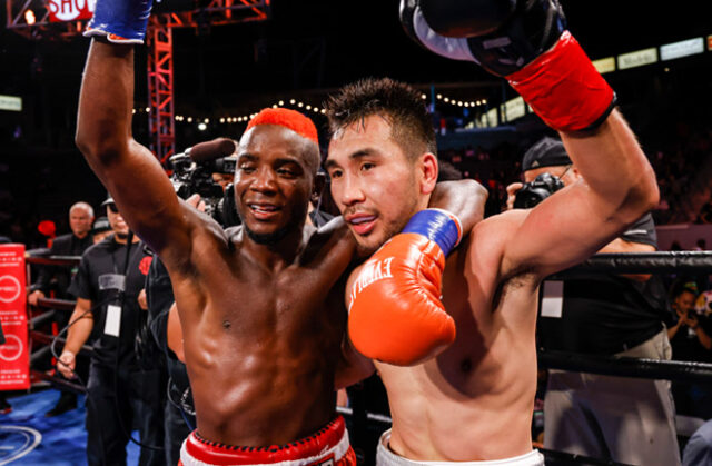 Chris Colbert (L) claimed a unanimous decision win over Tugstsogt Nyambayar (R) in Carson on Saturday Photo Credit: Esther Lin/SHOWTIME
