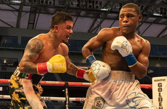 Jo Jo Diaz overcame Javier Fortuna to become WBC interim Lightweight champion Photo Credit: Golden Boy Promotions