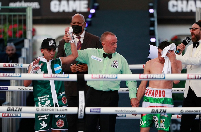 Kash Farooq never looked troubled over the distance in his battle against Mexican Gerardo Castillo. Photo Credit: Matchroom Boxing.