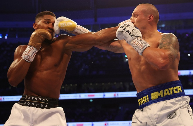 Usyk used his skillset to upset the odds Photo Credit: Mark Robinson/Matchroom Boxing